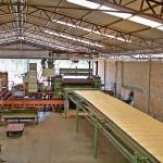 Processo de laminação da madeira para fabricação de compensados - Qualiplás